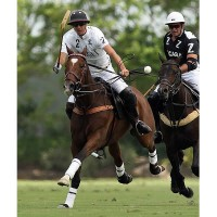 Nacho Badiola drives downfield as he tries to hit the ball out of the air with Zacara's Lyndon Lea defending