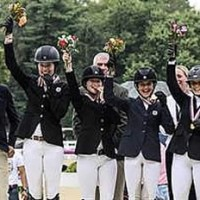 The Zone 1 and 9 Team celebrates their Gold medal (Sportfot)